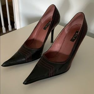 Shoes - Black leather pointy pumps